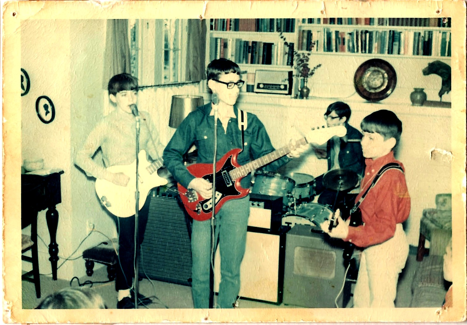 I'm on the right, rockin' my first electric guitar, the superhot Harmony Rocket. Notice the precise job we did lining up the amps!